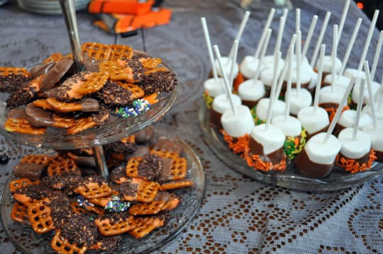 chocolate dipped pretzels chocolate dipped marshmallows
