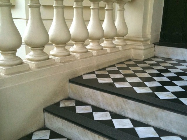 London Checkered Door Stoop | Simple Sojourns