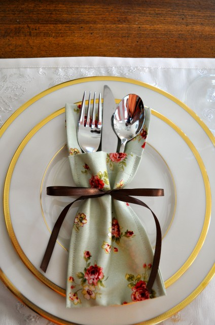 Christmas In July Giveaway >> Silverware Pocket Tutorial - Simple Sojourns