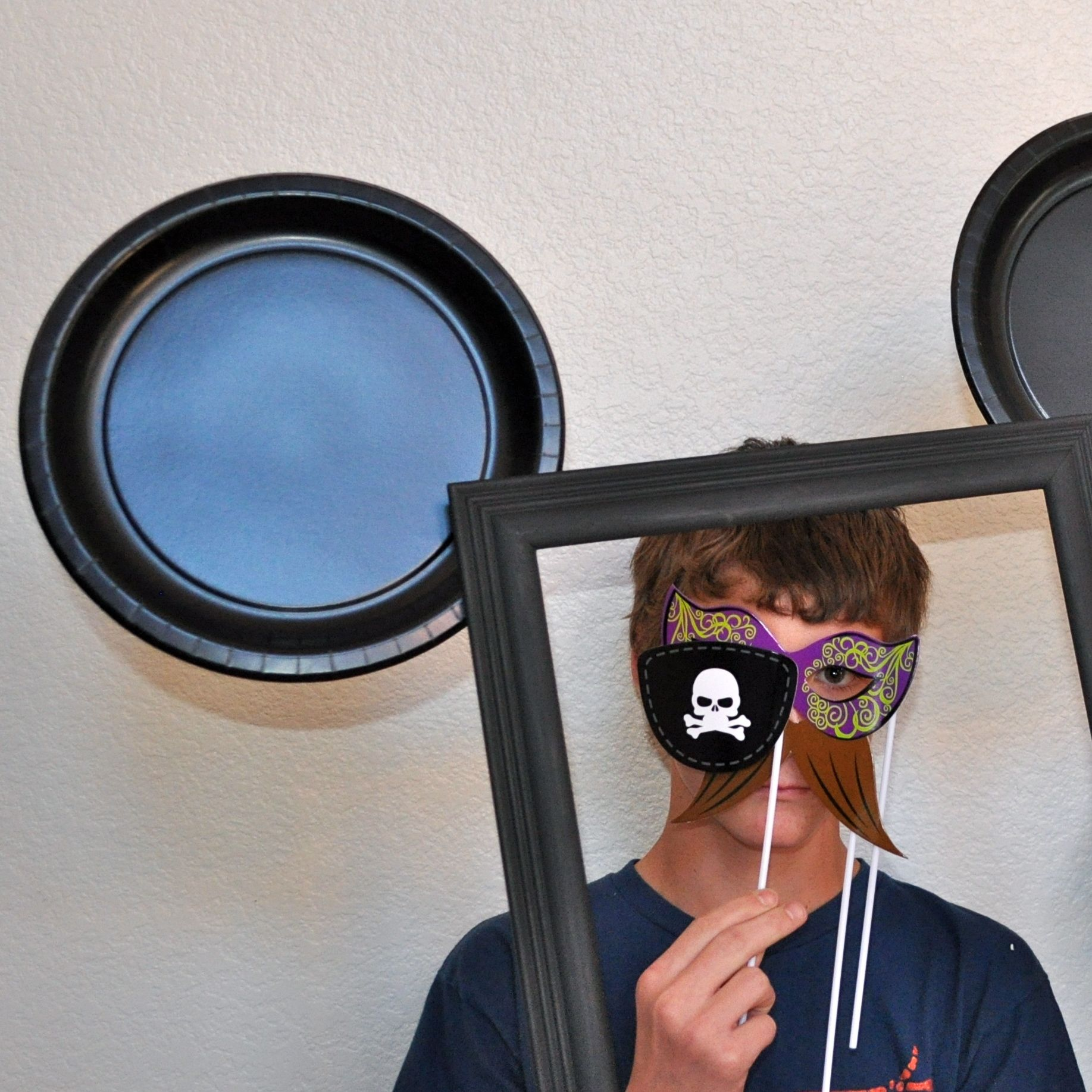 DisneySide DIY Mickey Mouse Photo Booth