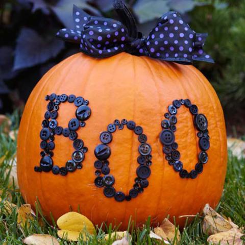 Boo-tiful Button Pumpkin