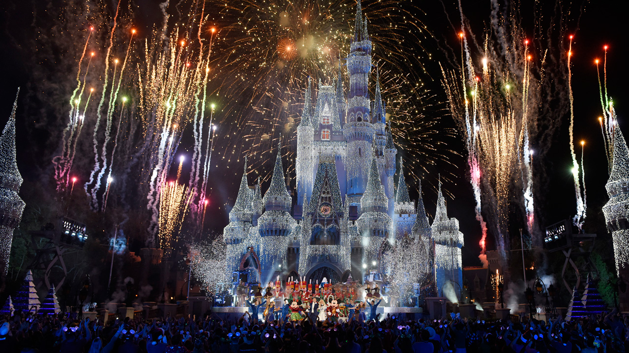 Five Magical Ways to Celebrate the Holidays at Disneyland Resort